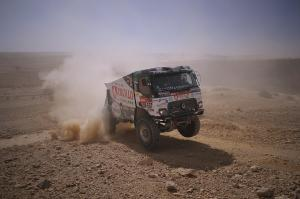 All trucks started the 9th stage, Huzink finished 5th.