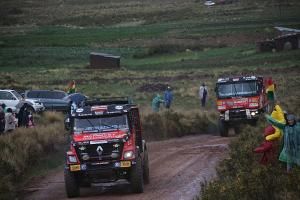 All three MKR trucks started the 6th stage of Dakar